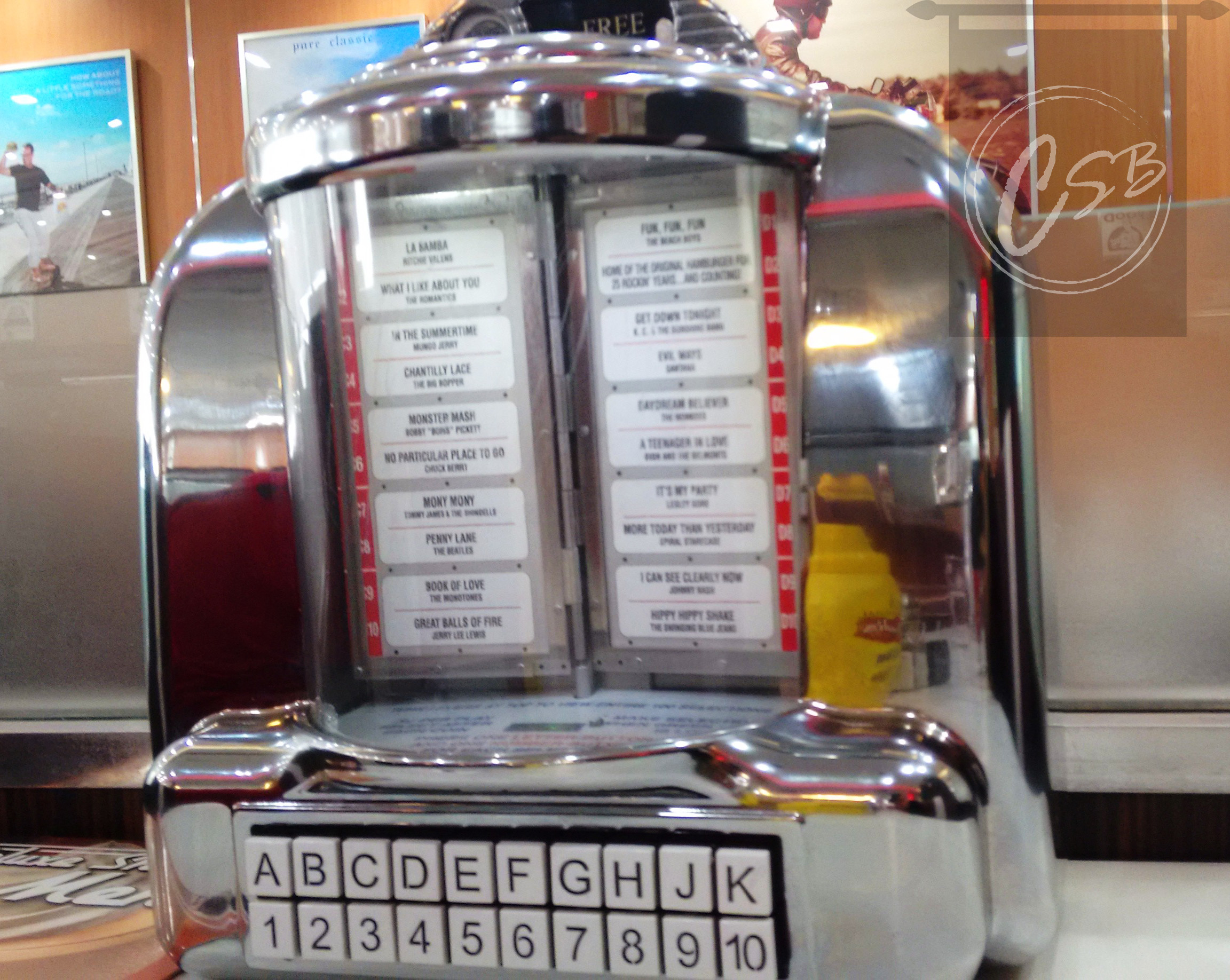 The main attraction was this jukebox which played retro hits and got your feet tapping.