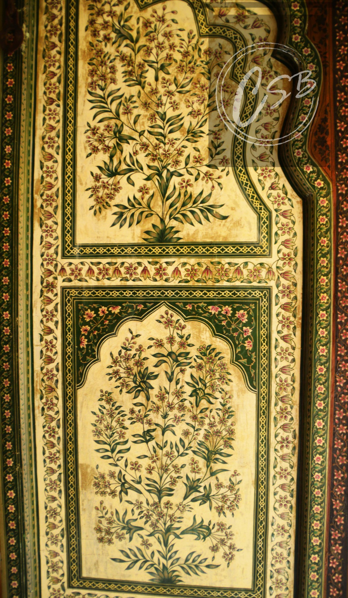 Pretty foliage patterns painted on the City Palace Doors