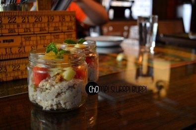 granola and cut fruits (3)
