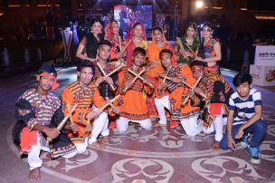 dandiya-troupe