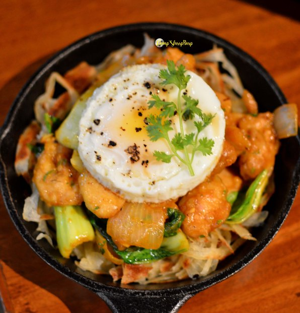 Churry Cutti crumbled bread with chicken and egg